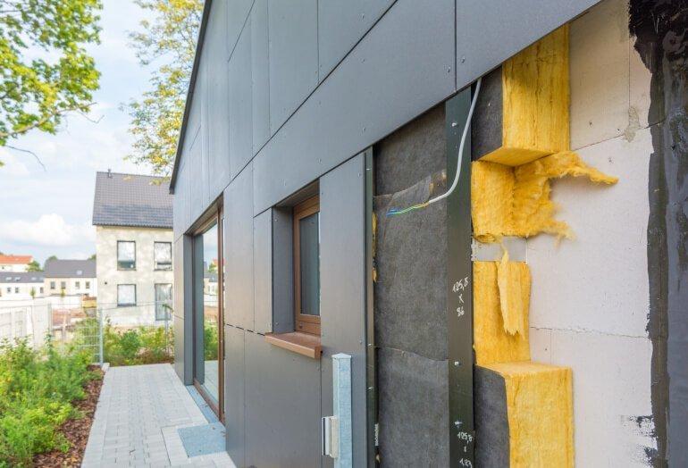 Dämmung der Fassade eines Hauses